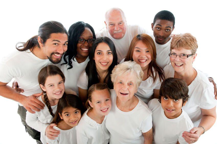 Foto de familia interracial Reagrupación familiar - SIGNUM Asociados abogado extranjería Valencia